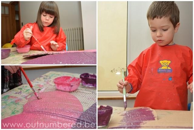 creatief knutselen met kinderen - schilderen van fee vleugels van karton