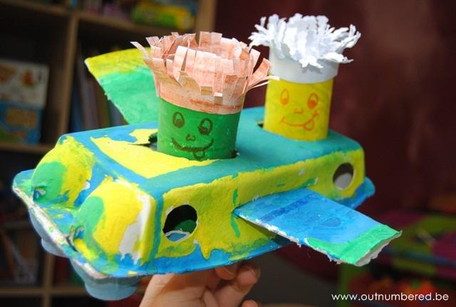 vliegtuig knutselen van WC rollen en eierdozen