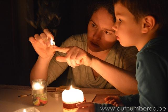Kinderen spelen met vuur